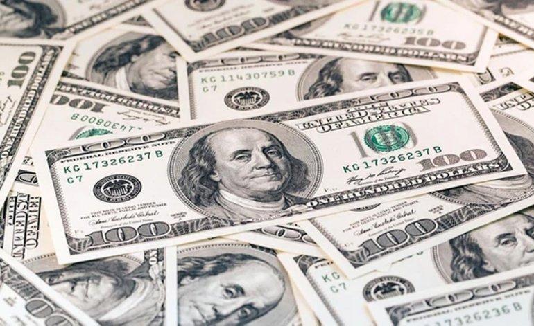 Dólar cai para $58